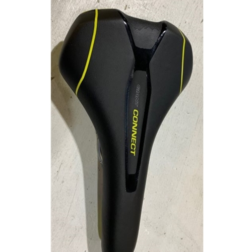 ISS4226 Giant Connect Upright Saddle Black with Yellow