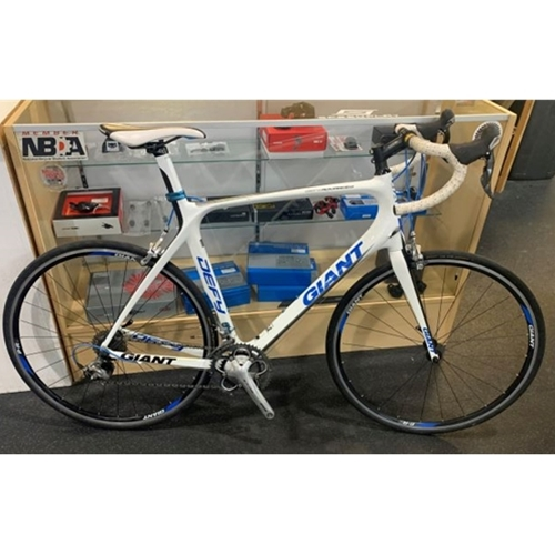 US11DEFYADV4XLW Used 2011 Giant Defy Advanced 4 XL White